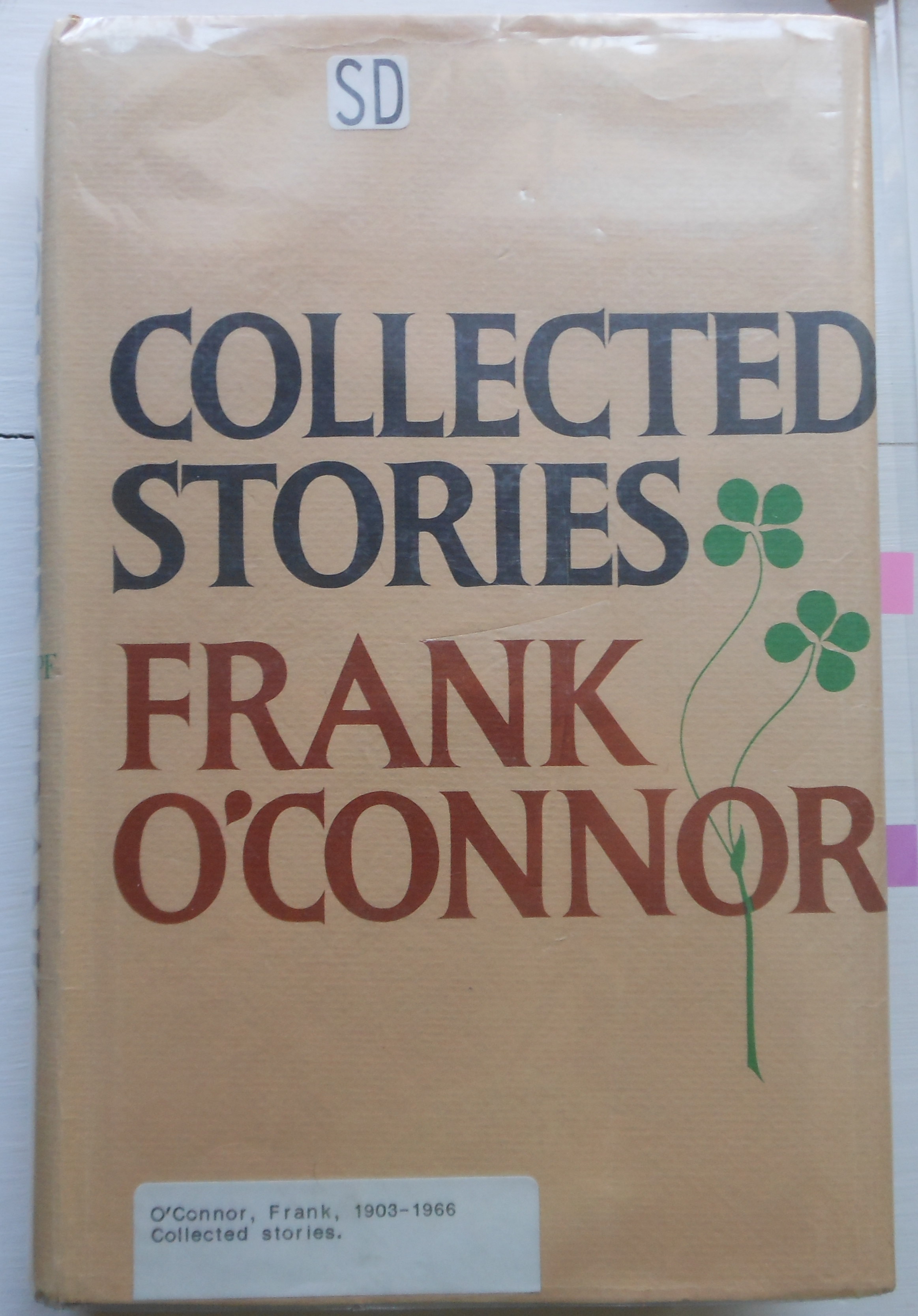 comparison of frank oconnor short stories Frank o'connor was a driven and prodigious writer 1960 as early as 1936 in o' connor's writing career, the irish times declared that there was 'nothing to be gained by comparing his work with that of other masters of the short story: he is master among masters himself'[2] following the publication of his debut collection in.